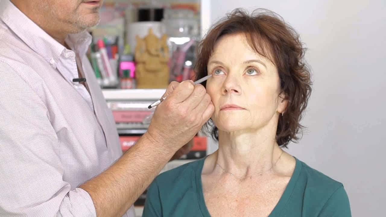 how-to-outline-the-eyes-with-clinique-makeup-maven